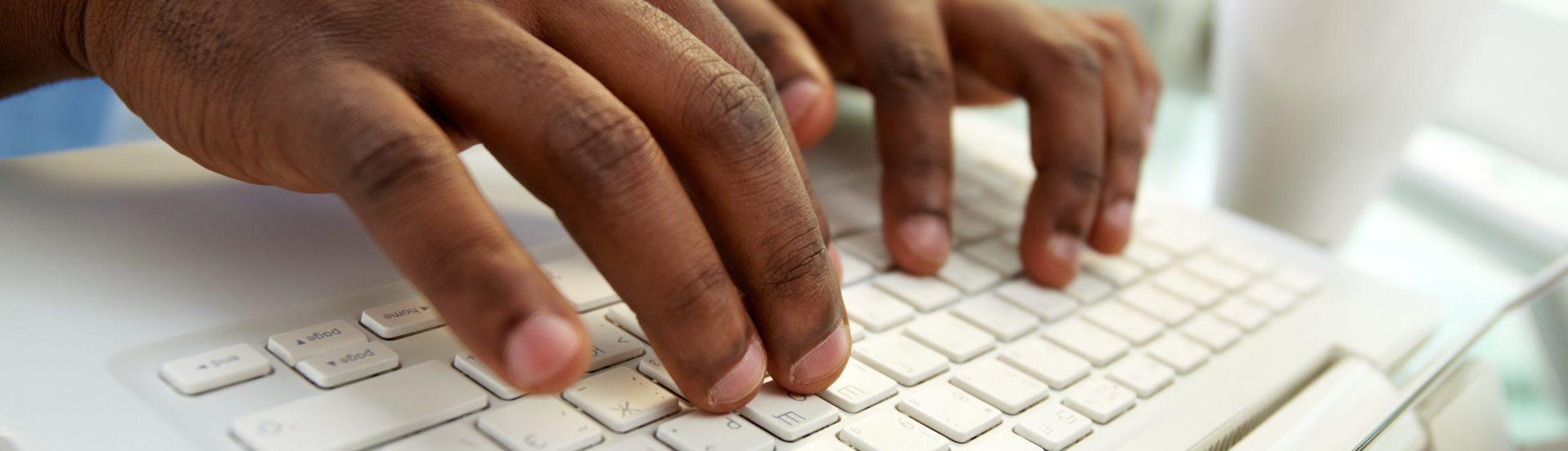 Entretien avec Douglas Mbiandou, fondateur de 10.000 codeurs