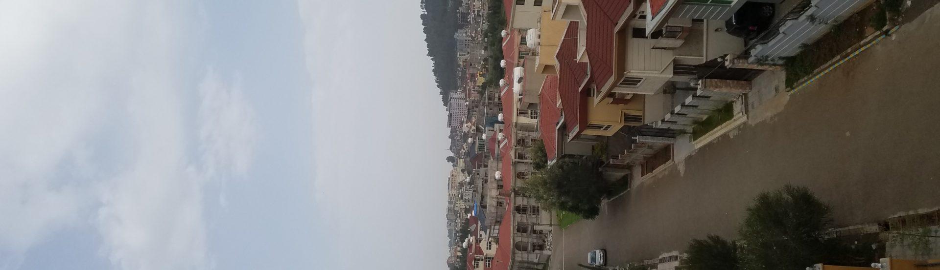 En Afrique la ville est fabriquée en permanence par la planification et par l'informel.